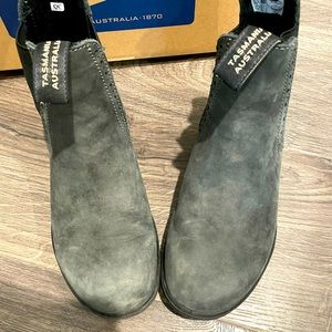 GENTLY USED Women's Blundstone boots